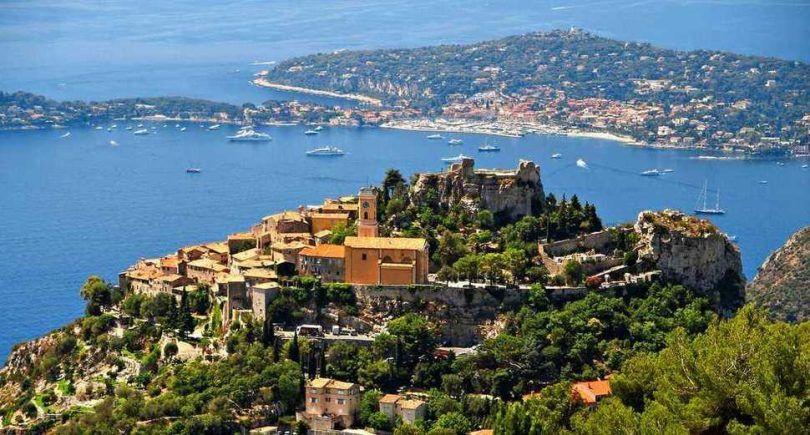Eze, Francia - Eze es un conjunto de pueblos, con una población de menos de 3.000, situado a lo largo de la exótica Riviera francesa y en la cima de una colina que ofrece unas vistas impresionantes.